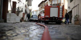 Γρεβενά: Απεγκλωβίστηκε ηλικιωμένη από φλεγόμενο διαμέρισμα