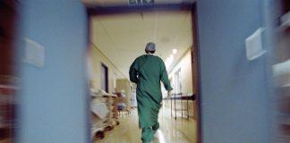Αγρίνιο: Ξυλοδαρμός γιατρού από σύζυγο εγκύου