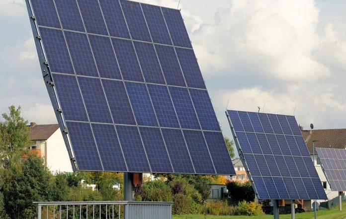 Γαλλία: Η ηλιοφάνεια οδήγησε σε ρεκόρ παραγωγής ηλιακής ενέργειας