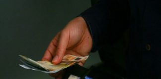 Στα τάρταρα οι μισθοί: 650.000 παίρνουν 384 ευρώ