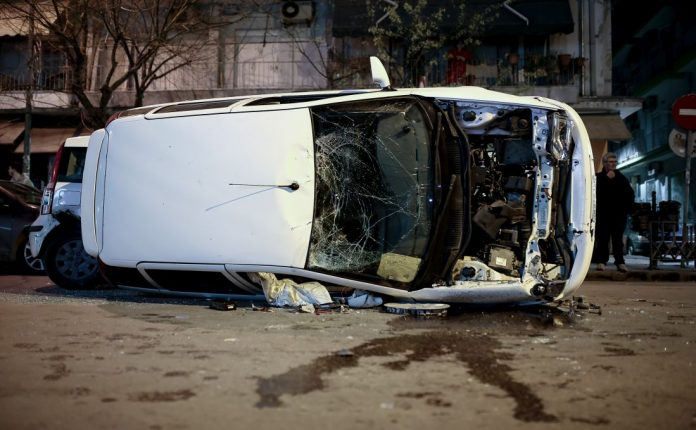 Εύοσμος: Καραμπόλα τριών οχημάτων - Μία γυναίκα τραυματίστηκε