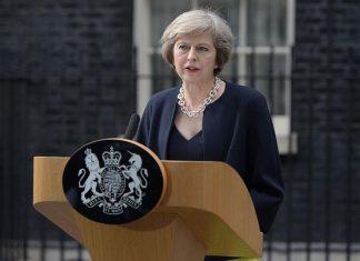 Μέι: «Το ιρλανδικό δε μπορεί να εκτροχιάσει τις συνομιλίες για το Brexit»