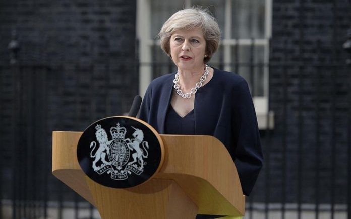 """Μέι: «""""Παραίτηση"""" αν εγκριθεί η συμφωνία για το Brexit»"""