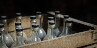 Ινδία: Έφτασαν τους 99 οι νεκροί από το νοθευμένο αλκοόλ