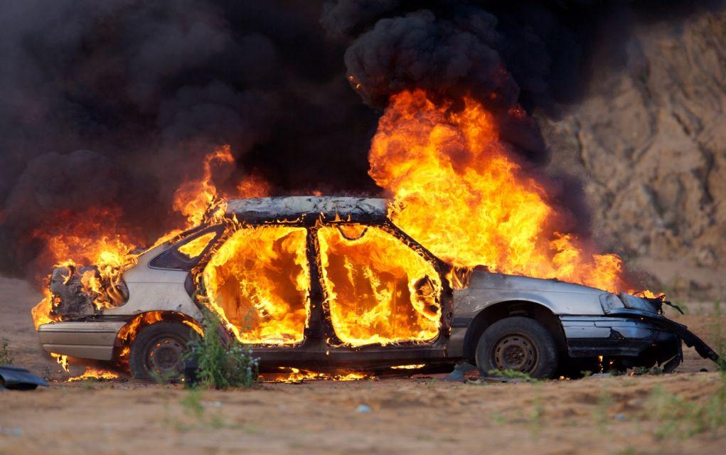 Εμπρησμός αυτοκινήτου στο Πανόραμα Θεσ/νίκης | politik.gr