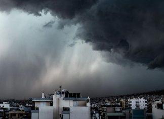 Με καταιγίδες και χαλάζι η κορύφωση του τριημέρου