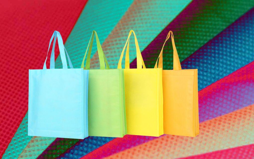 c9393f08e4 ... αγοράζει πλέον τις πλαστικές σακούλες. Για το λόγο αυτό οι πελάτες  αναζητούν εναλλακτικές πιο φιλικές προς το περιβάλλον και οι υφασμάτινες  τσάντες για ...