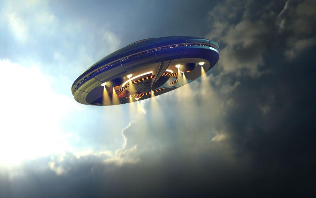 Ζευγάρι ισχυρίζεται ότι αντίκρισε UFO πάνω από το Αιγαίο (vd)