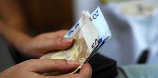 Απαισιοδοξούν για τα οικονομικά τους 7 στους 10 Έλληνες