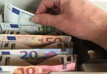 Focus: Η Ελλάδα συνεχίζει στα όρια της χρεοκοπίας