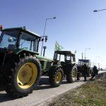 Οι αγρότες έκλεισαν τον κόμβο Νίκαιας - «Έκοψαν» στα δύο την Εθνική Οδό