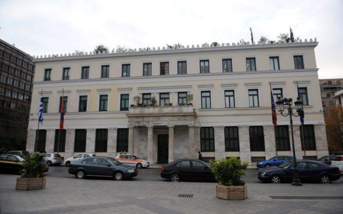 Την απόφαση της Αποκεντρωμένης για τη ΧΑ καταγγέλλει ο δήμος Αθηναίων