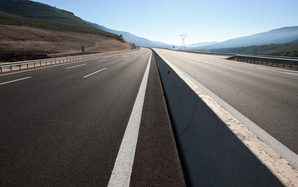 Κίνα: Όχημα «σπέρνει τον τρόμο» σε αυτοκινητόδρομο (vd)