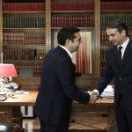 Στο Μαξίμου ο Κ. Μητσοτάκης συναντάται με τον Αλ. Τσίπρα