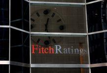 Fitch: Κίνδυνος για πιο αυστηρά capital controls