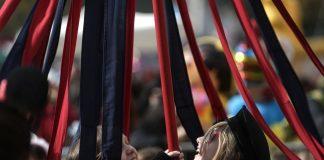 Στα ύψη ανέβασαν το κέφι τα μπουλούκια των καρναβαλιστών στη Λάρισα