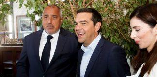 Να έχουν επιτυχία και… ευτυχές τέλος οι διαπραγματεύσεις της Ελλάδας με τα Σκόπια, για την ονομασία του γειτονικού κρατιδίου, ευχήθηκε ο Βούλγαρος πρωθυπουργός, Μπόικο Μπορίσοφ. Ο ίδιος αρνήθηκε να πάρει θέση για το ονοματολογικό της ΠΓΔΜ, εξηγώντας: «Δεν μπορώ να τους δίνω συμβουλές, μπορώ μόνο να τους παρακαλέσω (να βρουν λύση)».