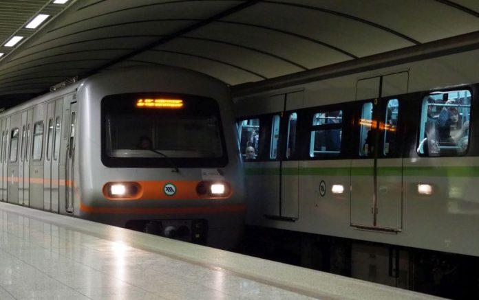 Νεκρός άνδρας που έπεσε στις γραμμές του Μετρό