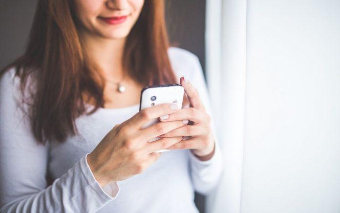 Έρευνα: Μέχρι το 2023 το 90% των νέων θα έχει smartphone