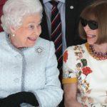 Η βασίλισσα Ελισάβετ πιο τρέντι από ποτέ! (pics)