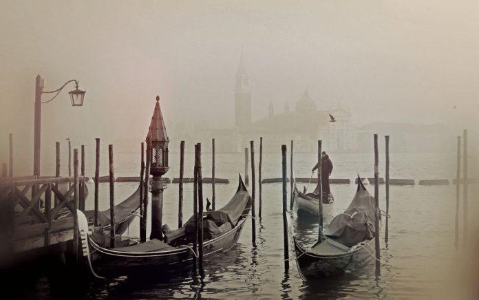 Σε πρωτοφανές ύψος η στάθμη του νερού στη Βενετία