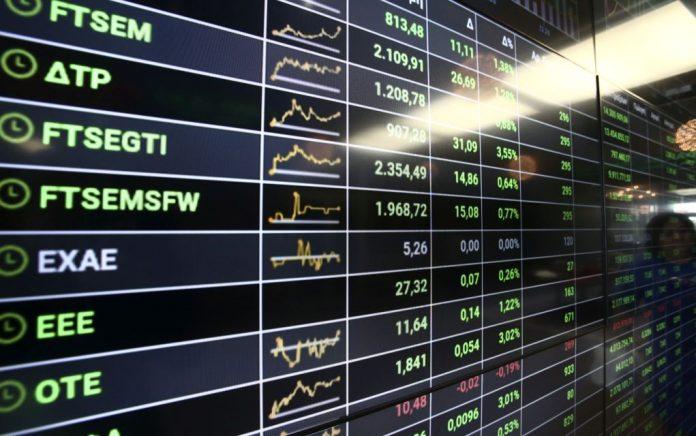 Βουτιά άνω του 2% με τραπεζικό ξεπούλημα στο ΧΑ