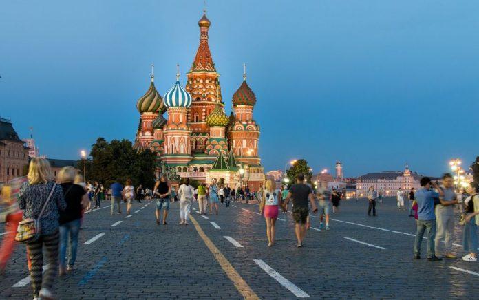 Tass: «Ο Έλληνας Πρέσβης φεύγει από τη Μόσχα το φθινόπωρο»