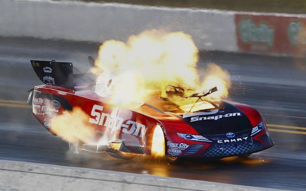 """Εκρήξεις αυτοκινήτων σε """"drag race"""" αγώνες!"""