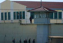 Φυλακές Χαλκίδας: Σύλληψη σωφρονιστικού υπαλλήλου που μετέφερε χάπια και κινητά τηλέφωνα
