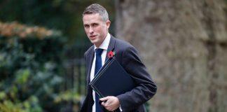 Βρετανός υπ. Άμυνας: Nα είμαστε έτοιμοι να προασπίσουμε τα συμφέροντά μας