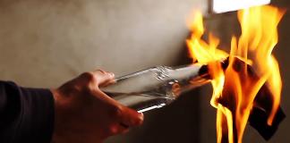 Βόμβα μολότοφ στους αστυνομικούς που προστατεύουν τον Αναστόπουλο