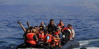 Τούρκοι λιμενικοί χτυπούν δίχως έλεος πρόσφυγες σε βάρκα (vd)