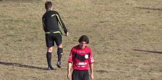 Ποδοσφαιριστής «έφαγε» 26 αγωνιστικές για απώθηση διαιτητή (video)