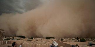 Αμμοθύελλα πνίγει ιστορική πόλη του Ιράν (vd)