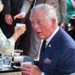 Κάρολος: Δοκίμασε καφέ και λουκουμάδες στην Ερμού (photogallery)