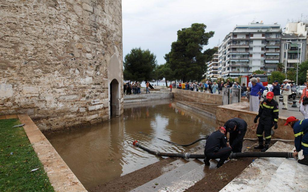 Όλοι εναντίον όλων για τις πλημμύρες της Θεσσαλονίκης
