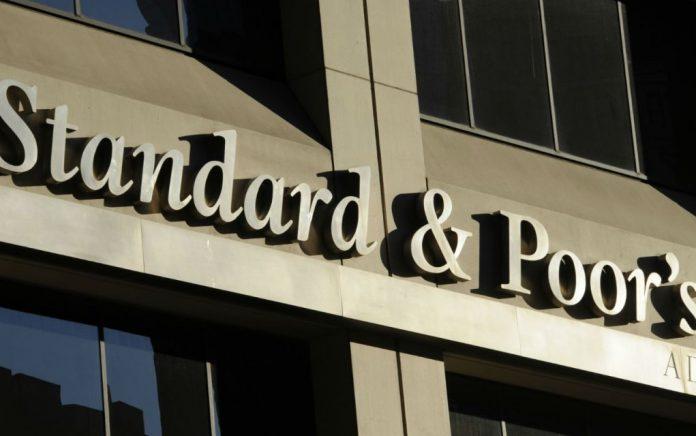 Ο S&P αναβάθμισε τις προοπτικές του αξιόχρεου της Ελλάδας
