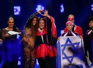 Η γεμάτη αυτοπεποίθηση πασαρέλα της Νέτα της Eurovision με μαγιό (vd)