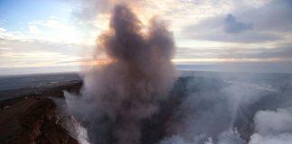 Πανικός σε τουρίστες λόγω εκρήξεων ηφαιστείου στην Ιταλία