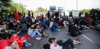 «Εισβολή» προσφύγων στο τρένο για Ειδομένη