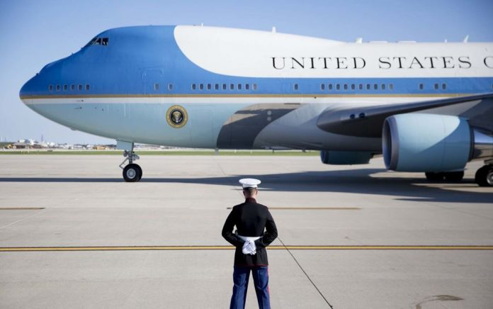 Ο Τραμπ θέλει να αλλάξει το χρώμα του Air Force One σε πιο «αμερικανικό»