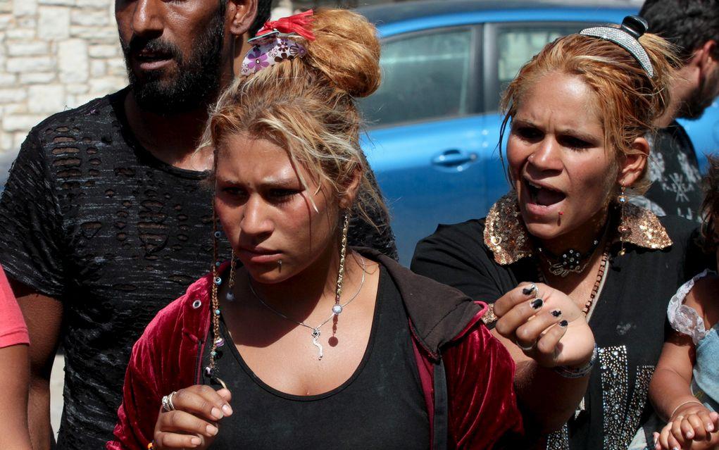 Άμφισσα: Ένταση μετά την κηδεία της 13χρονης Ρομά (pics)
