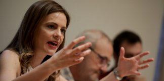 Αχτσιόγλου: Πρόθεση του Μητσοτάκη είναι να απαξιώσει το δημόσιο σύστημα κοινωνικής ασφάλισης
