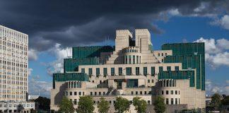 Ο επικεφαλής της MI6 προειδοποιεί τη Ρωσία να μην υποτιμά τη Δύση