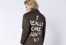 Τζάκετ με το σύνθημα «Εμένα με νοιάζει» απαντά στη Μελάνια Τραμπ