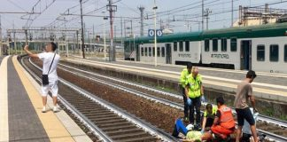 Σοκαρισμένοι οι Ιταλοί από τον άνδρα που έβγαλε σέλφι όταν ένα τρένο χτύπησε μια γυναίκα