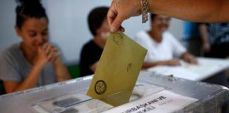 Τουρκία: Έκλεισαν οι κάλπες, αγωνία για τα αποτελέσματα