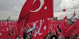 Άνοιξαν οι κάλπες για τις εκλογές στην Τουρκία