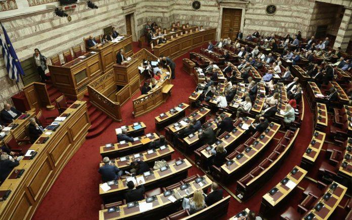 Ενός λεπτού σιγή στη Βουλή για τα θύματα της Μάνδρας