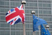 Μπαρνιέ: «Μια αναβολή του Brexit θα είχε πολιτικό και οικονομικό κόστος»